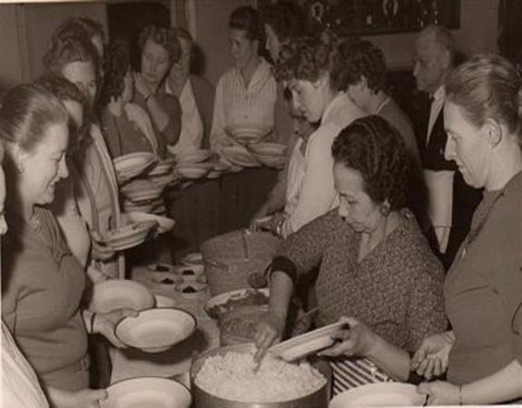 Demonstratie voor een vereniging van huisvrouwen, 20 maart 1959.  Foto: privécollectie familie Brückel.