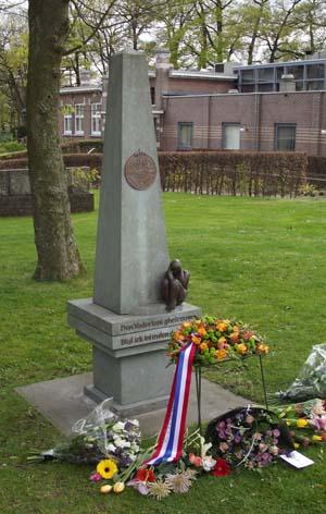 Monument voor het Indisch verzet op het terrein van Militair Tehuis Bronbeek te Arnhem. Foto: H. de la Croix.