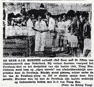 Voetbalheld 'Blackie' neemt afscheid van zijn Persibaja,Soerabaja, 1955. Bron: Nieuw Soerabajasch Handelsblad, 25-4-1955