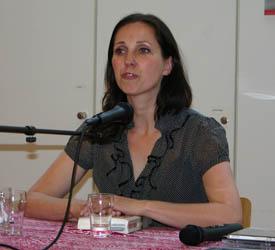 Eveline Stoel tijdens een lezing in Nijmegen