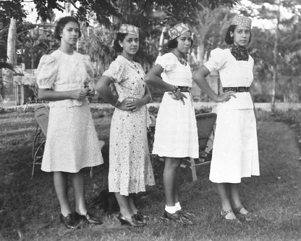 Van links naar rechts: Jack Hompe's zussen Willy, Marianne, Ciel en Tine in 1939  Bron foto: privécollectie familie Hompe