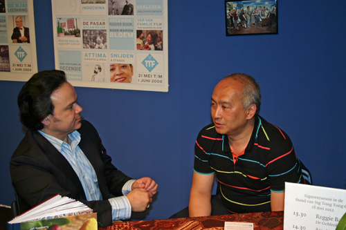 Jeff Keasberry and Humphrey de la Croix meet in The Hague at the Tong Tong Fair 2012