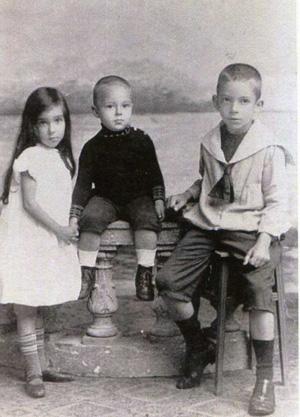 Godfried Abraham Schotel rechts met zus Béa en broer Kees Bron: persoonlijke collectie Erven G.A. Schotel