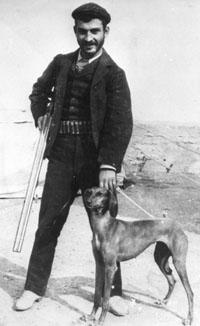 Alex Elisha. Foto waarschijnlijk in Irak genomen rond 1900 Bron foto: privécollectie mevrouw V. Knape-Elisha