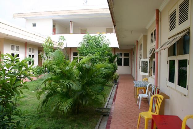 Bejaardentehuis in Makassar, Zuid-Sulawesi. Samen koken, eten, wassen en herinneringen ophalen. Kan ook in Nederland! Foto: Humphrey de la Croix