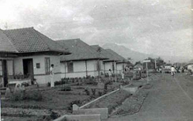 Het ouderlijk huis Dederoeklaan 19 in Bandoeng