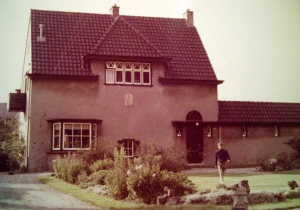 De directeurswoning achter huize Insulinde begin jaren 60.  Bron: fotocollectie De Santy