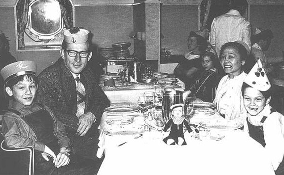 Op weg naar Amerika: Jan van Halen en Eugenia van Beers met hun zonen Alex en Edward (Eddie) in 1962 Bron foto: Halen.com