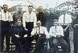 Opa Theo Tempel met zijn dienstmaten van het KNIL