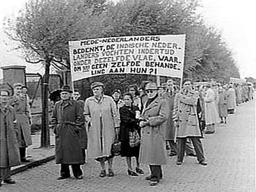 Indische Nederlanders demonstreren in de jaren vijftig Bron foto: Nationaal Archief (www.gahetna.nl)
