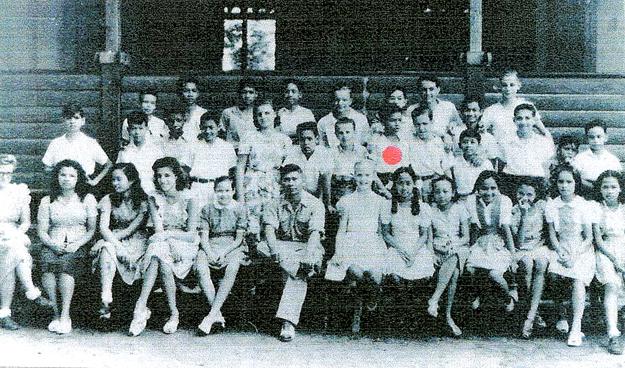 Surabaya 1946. Edward Jacobs in de vijfde klas van de Lagere School Simpang  Foto: privécollectie Edward Jacobs