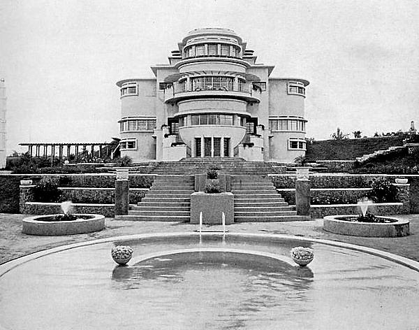 Villa Isola aan de Lembangweg in Bandoeng van eigenaar, mediamagnaat D.W. Beretty