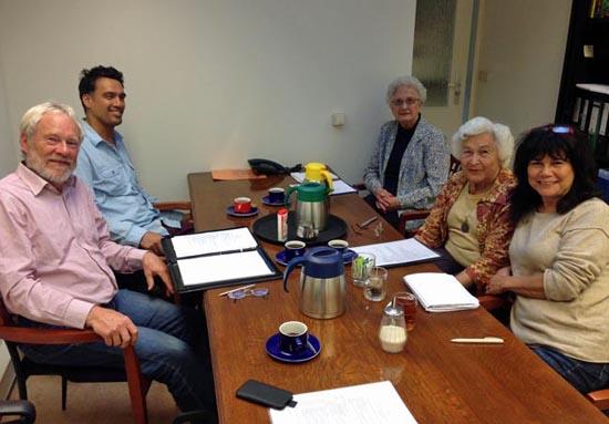 Het bestuur van PION in 2013. Met de klok mee  vanaf linksonder: Wim Marijnissen, Guy van Rhoon, Friedl Nolle, Ine Stoltenborg-Indorf en Margie Alders