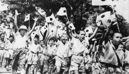 kinderen juichen voor jap