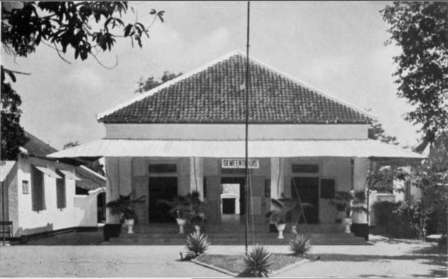 Het gemeentehuis van Modjokerto eind jaren '20
